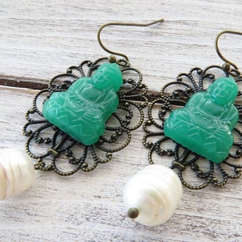 Buddha earrings, green faux jade earrings, oriental earrings, bronze rustic earrings, vintage style jewelry, pearl earrings, italian jewelry