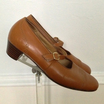1970s Mary Jane Shoes / Carmel Brown / Wingtip / Low Heels / SIze 8