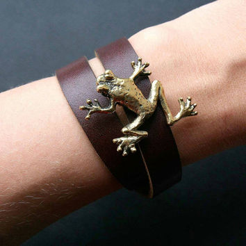 Double wrap leather bracelet with hand carved brass frog. Frog wrap bracelet. Animal jewelry.