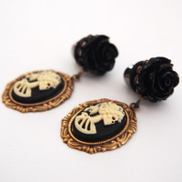 Glamsquared — Lolita Skull Cameo Dangle Plugs