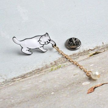 Cat perch brooch - Cartoon Cat alloy and synthetic Pearl