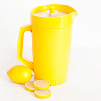 Vintage Tupperware Juice Pitcher, Sunny Yellow Push Button 2 QT Tupper Ware Pour Spout Drink Pitcher