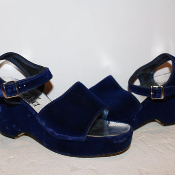 Vintage 70s BLUE VELVET Platforms / Open Toe Wedges / Ankle Strap, Rounded Square Toe / Disco, Fancy, Evening / Size 5, 35