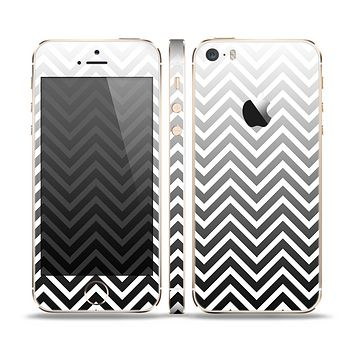 The White & Gradient Sharp Chevron Skin Set for the Apple iPhone 5s