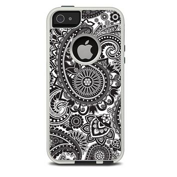 The Black and White Paisley Pattern V6 Skin For The iPhone 5-5s Otterbox Commuter Case