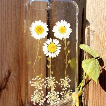 Hand Selected Natural Dried Pressed Flowers Handmade on iPhone 6 Plus Crystal Clear Case: Cute White Daisy Design