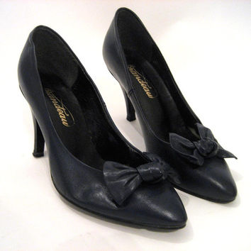 vintage Womens Leather Shoes / 80s Heels / High Heels / Bow Shoes / Wedding Shoes / Navy Blue / Leather Heels / Leather Shoes Women