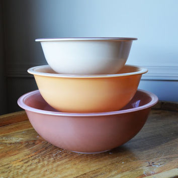 Pyrex 'Autumn Rainbow' Pink nesting bowls with clear bottoms, Set of 3 , circa 1980s