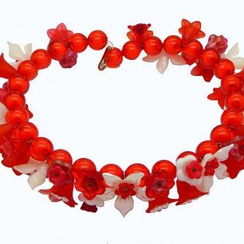 Red and White Lucite Flowers Beaded Necklace