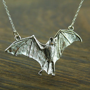 antique silver halloween bat necklace  batman inspired  Vampire  jewelry halloween gift N5A