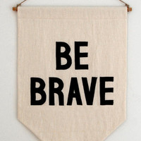 BE BRAVE BANNER - Mokkasin
