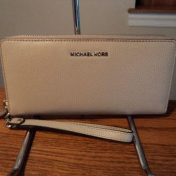 Authentic Michael Kors Continental Wallet Mercer Leather Cement RFID BLOCKING