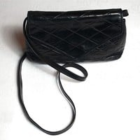 Sac bandoulière cuir matelassé CHANEL. Leather shoulder bag. Vintage. Bon état