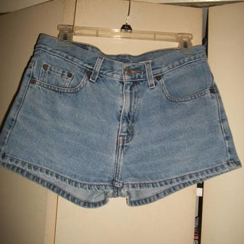 Womens Vintage 90s Light Wash Levi's Denim Shorts Size 9 Jr