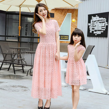 2016 summer New 2 Color Lace Princess Dress Cotton Hollow Mother Daughter Dresses Matching Mother Daughter Clothes Dress Wedding