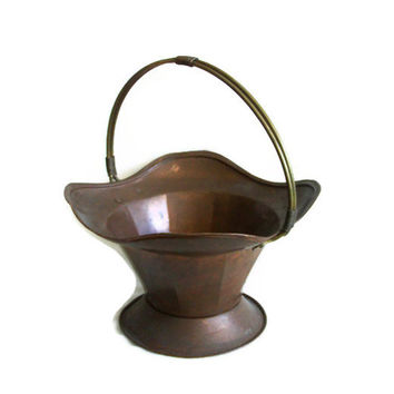 Large basket vintage copper scuttle hod, BRASS handle, Country house, fireplace log holder display, dried flower bowl Home decor Planter pot
