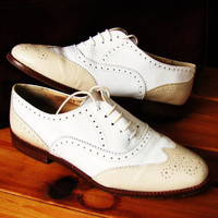 vintage lace up leather oxford shoe by Ann Taylor. spectator shoe. made in Italy. size 5M. preppy shoehoe