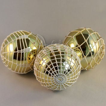 Set of 3 Lace Crochet Christmas Baubles, Christmas tree decoration, Christmas decoration, rustic Christmas ball, white lace