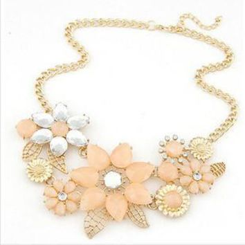 Beautiful Beachy Flower Necklace with Rhinestones