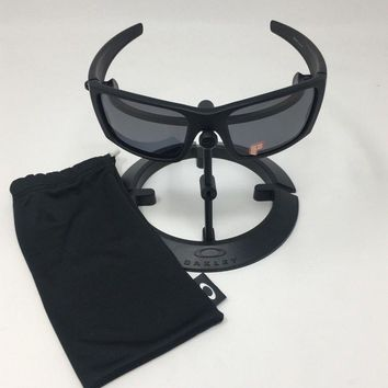 Authentic Oakley Men's Polarized Fuel Cell Black Rectangle Sunglasses OO9096-05