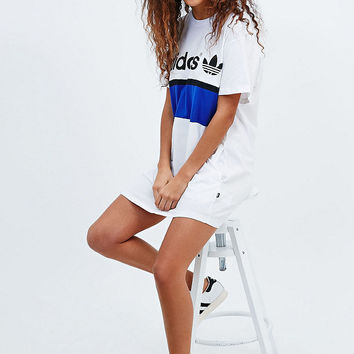 Adidas - Robe t-shirt City blanche - Urban Outfitters