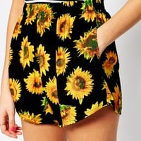 Motel Maisy Shorts in Sunflower Print