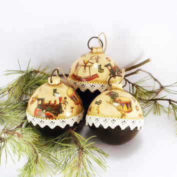 Christmas Ornament Children Toys Set of 3 wonderful wooden balls,Christmas Tree Balls, Rustic Christmas