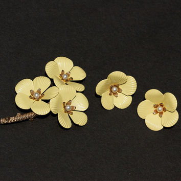Sarah Coventry Yellow Primrose Flower Brooch and Earrings Enamel Set