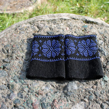 Black arm warmers with blue beaded, flowers pattern, wrist warmers beaded , fingerless gloves, beaded cuff, luxurious cashmere wool, gift