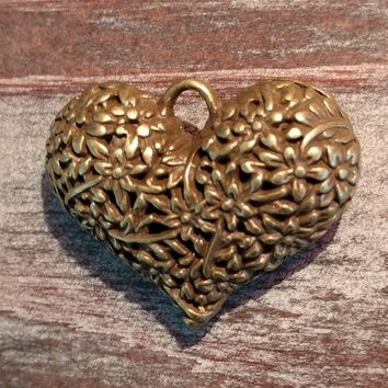 AB-923 - Antique Brass Puffed Heart Pendant With Flowers, 33x40mm | Pkg 1
