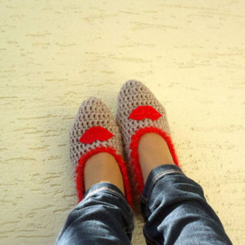 Crochet womens slippers, with red lips, home shoes for ladies, mary jane slippers, gift for her, Valentines day gift