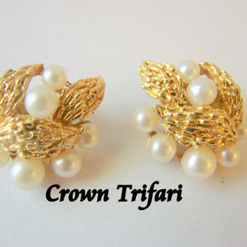 60s Crown Trifari Simulated Pearl Earrings / Designer Signed / Clips / Gold Plate / Vintage Jewelry / Jewellery