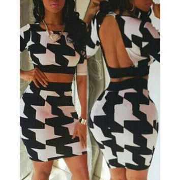 Stylish Scoop Neck Print Backless Short T-Shirt and Skirt Suit For Women