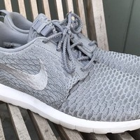 MENS NIKE ROSHE RUN FLYKNIT NM WOLF GRAY RUNNING ATHLETIC SHOES SZ 11
