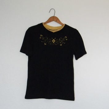 FREE usa SHIPPING Vintage ladies knit pullover crew neck black gold trim shirt short sleeves top polyester rayon spandex size P petite