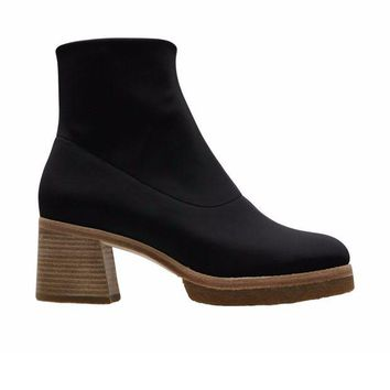 ONETOW Clarks - Nadia Boot - Black Synthetic