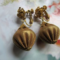 Vintage Unsigned Gold Tone Clip On Earrings
