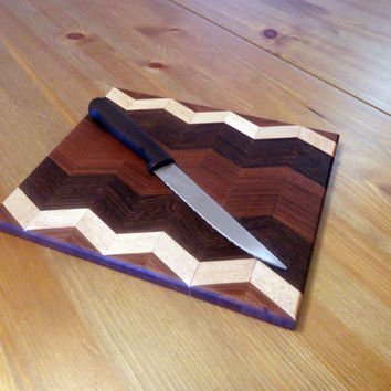 Zig zag hardwood cutting board / cheese board