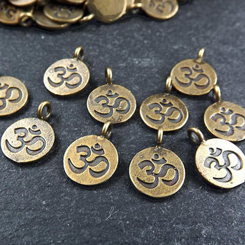 10 OM Symbol Yoga Aum Round Coin Charms Boho Bohemian Chakra, Yoga Charms, OM mantra - Bracelet Drop Charms Antique Bronze Plated Brass