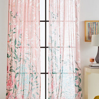 Lilya Curtain