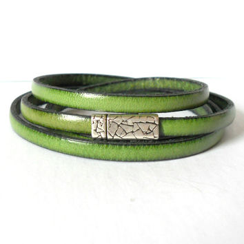 Olive Green Regaliz Leather Wrap Bracelet with Pewter Magnetic Clasp, Trendy Leather Bangle, Eco Friendly Triple Wrap Leather Bangle, Boho