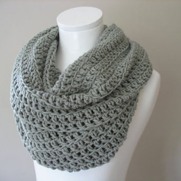 Silver Grey Double Infinity Crocheted Chunky Scarf Cowl Snood