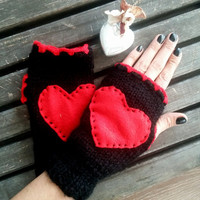 HEART GLOVES ... Valentine's day gift. Red on black woolen gloves. Wool gloves, fingerless gloves heart, handmade gloves.