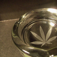Ash Tray Weed Leaf Ashtray Pot Leaf Cannabis Bong Smoking Smoker Cigarette Blunt Hippy Stoner Get High Stoned Marijuana Custom Glass Etched