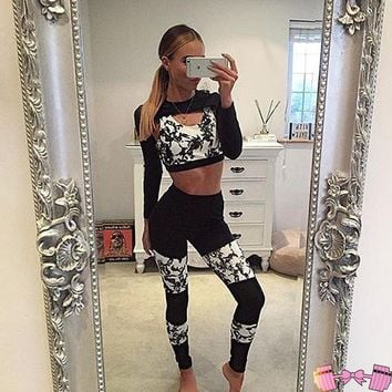 Black and White Beautiful Fitness Fashion Workout Outfit