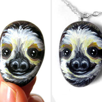 Cute Sloth Pendant Necklace, Hand Painted Pebble, Wildilfe Art, Unique Jewelry, Beach Stone, Original Painting, Gift for Her, Animal Lover