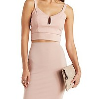 STRAPPY CROPPED TANK WITH CUT-OUT