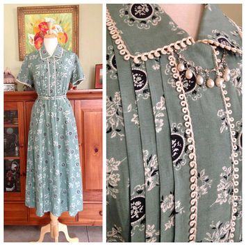 Vintage 1940s Dress Novelty Print  Rayon 40s Day dress Pastel  Green Eyelet trim dress M