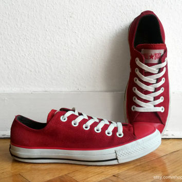 Red suede Converse sneakers, bright leather vintage low tops, leather trainers. Size eu 37.5 (UK 5, US wo's 7, US men's 5). Rare!