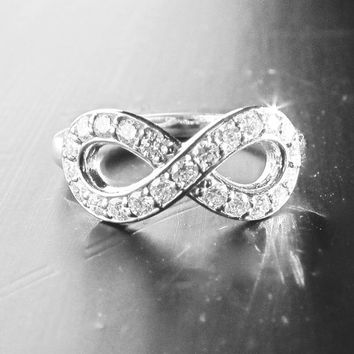 Large 14k White Gold Diamond Infinity Ring